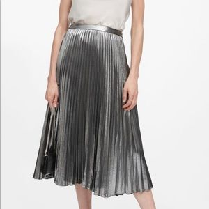 Brand new! Midi pleated skirt